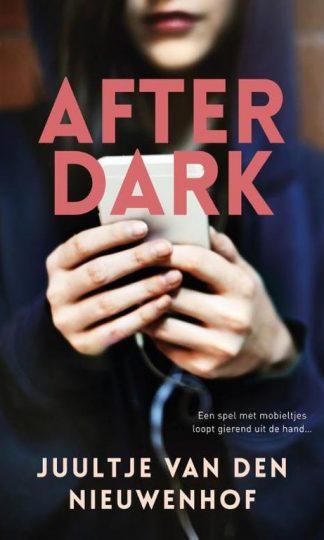 After dark van Juultje van den Nieuwenhof